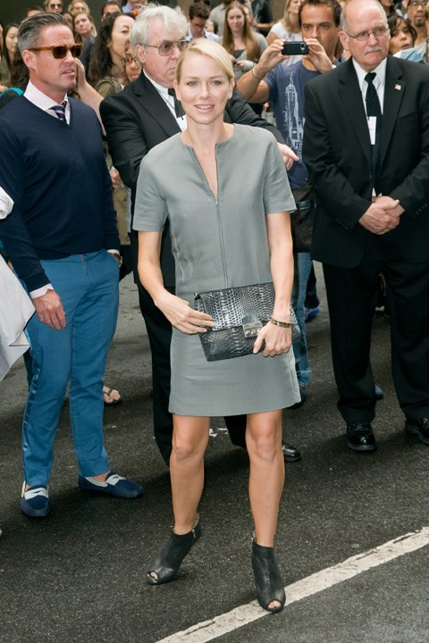 Naomi Watts, discrète mais glam' !