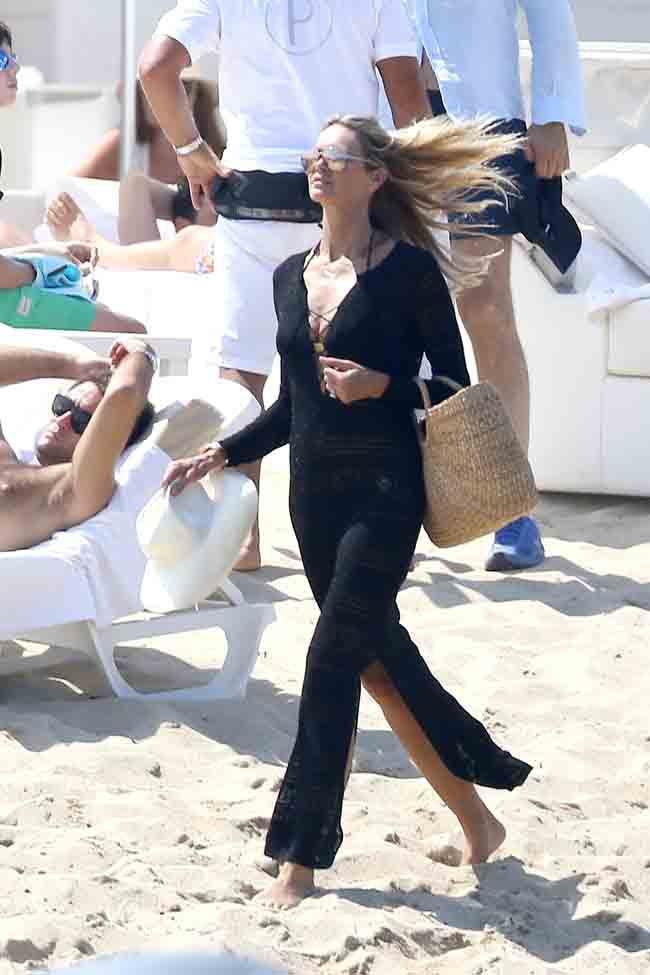 Elle MacPherson en vacances à Saint-Tropez