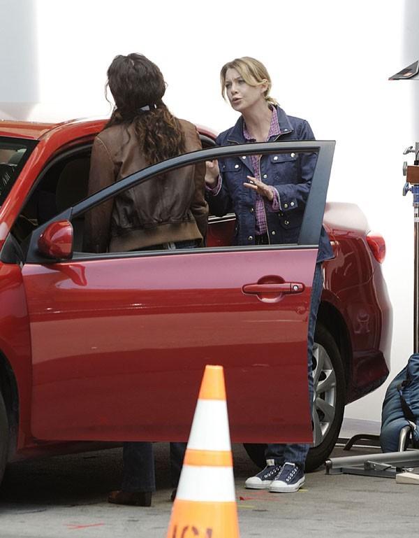 Ellen Pompeo et Sandra Oh sur le tournage de Grey's Anatomy à Los Angeles le 7 août 2012