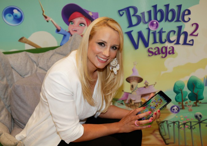 Photos : Elodie Gossuin : rayonnante, l'ex-Miss France fait la promotion de Bubble Witch Saga 2 !