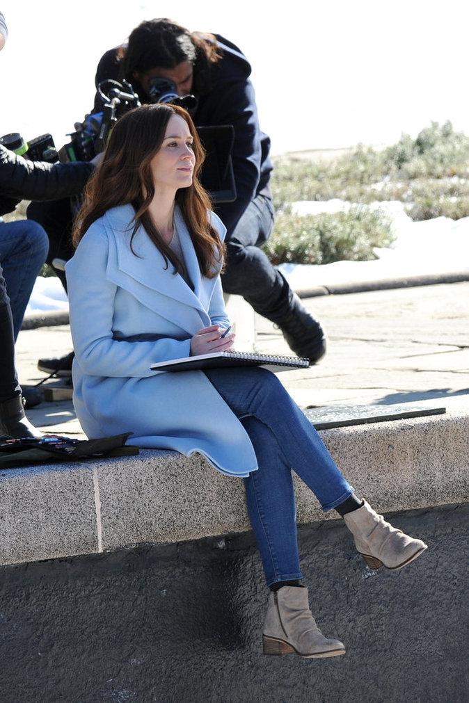 Photos : Emily Blunt promène son petit baby bump sur le tournage de La Fille du Train