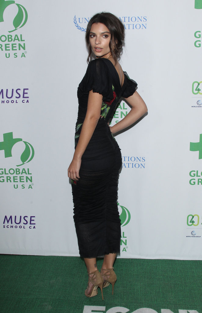 Emily Ratajkowski porte une robe Dolce & Gabanna