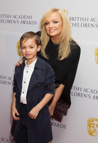Emma Bunton : avec son fils, l'ex-Spice Girl est pr�te � rivaliser avec les Beckham !