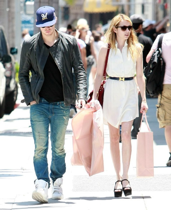 Chord Overstreet et Emma Roberts à Beverly Hills, le 15 juillet 2011.