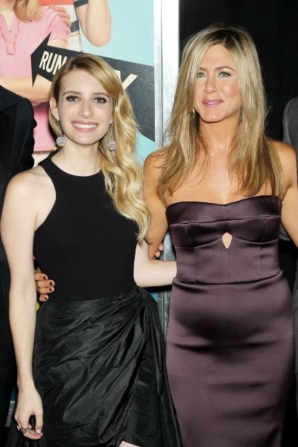 """Emma Roberts et Jennifer Aniston lors de la première du film """"We're the Millers"""" à New York, le 1er août 2013."""