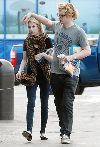 Emma Roberts et Evan Peters à Los Angeles le 9 mars 2014