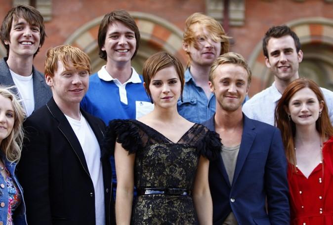 Entourée de tous ses collègues mais il en manque un ...  Daniel Radcliffe !
