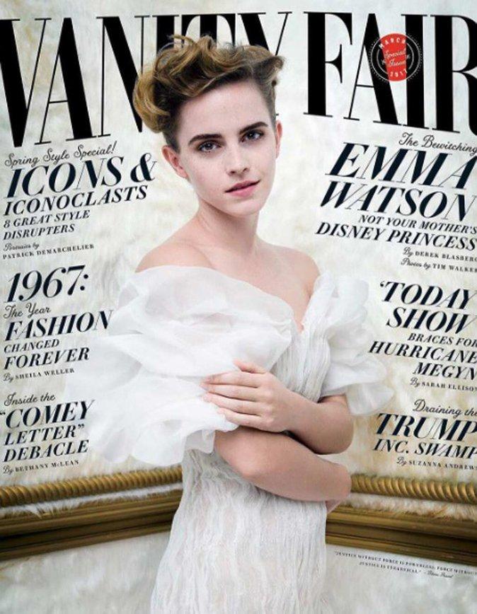 Emma Watson pose seins nus pour la première fois de sa carrière !