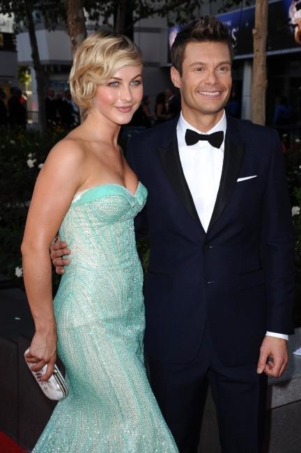 Julianne Hough et Ryan Seacrest lors des Emmy Awards à Los Angeles, le 23 septembre 2012.