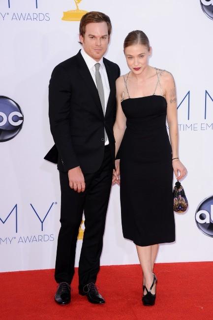 Michael C. Hall et sa nouvelle girlfriend lors des Emmy Awards à Los Angeles, le 23 septembre 2012.