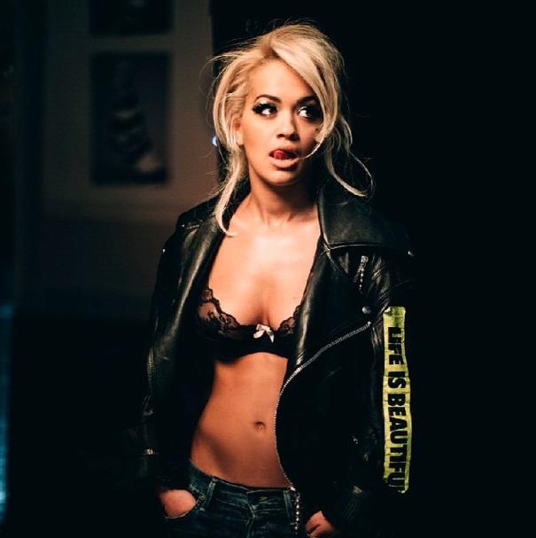 Rita Ora dans Poison