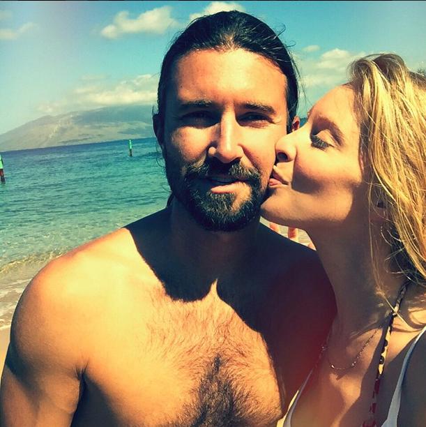 Photos : enceinte, Leah Jenner s'exhibe en bikini pendant que Kourtney déprime !