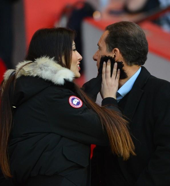 Eric et Yasmine Besson lors du match PSG-Nice, le 21 avril 2013.