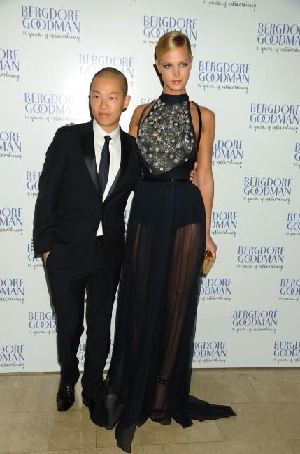 Erin Heatherton et le créateur Jason Wu le 18 octobre 2012 à New York