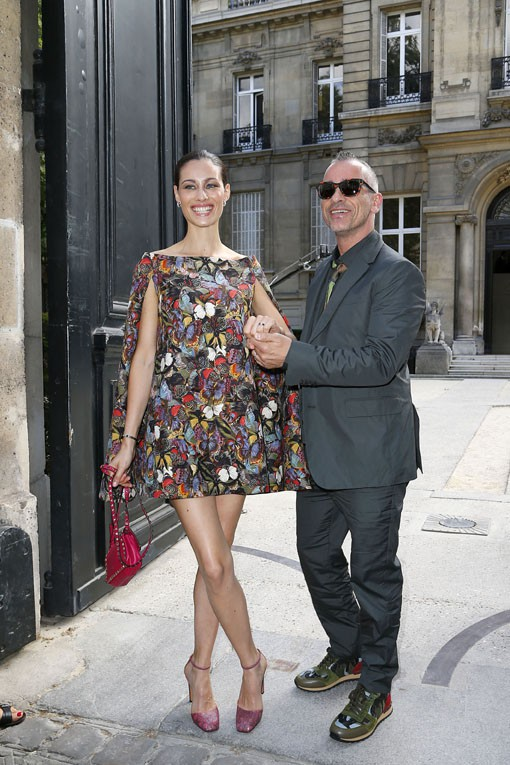 Eros Ramazzotti avec sa femme Marica Pellegrinelli au défilé Valentino organisé à Paris le 25 juin 2014