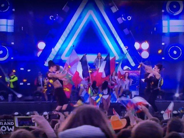 Photos : Euro 2016 : David Guetta fait le show d'ouverture à la Tour Eiffel !