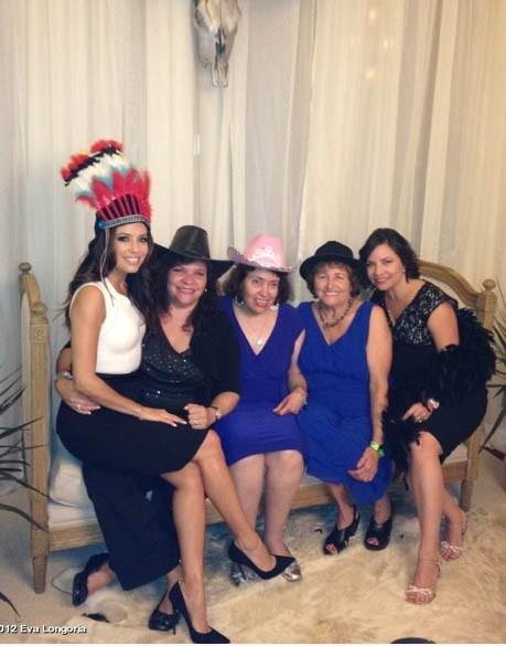 La star entourée de sa famille dont sa mère et sa soeur, Liza