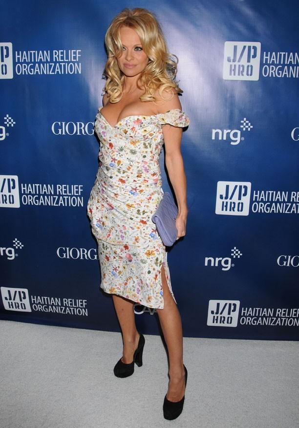 Pamela Anderson au gala de charité de Sean Penn pour Haïti à Los Angeles le 12 janvier 2013