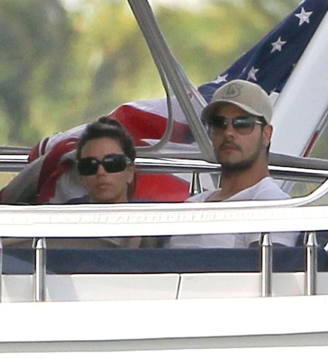 A bord de leur yacht...