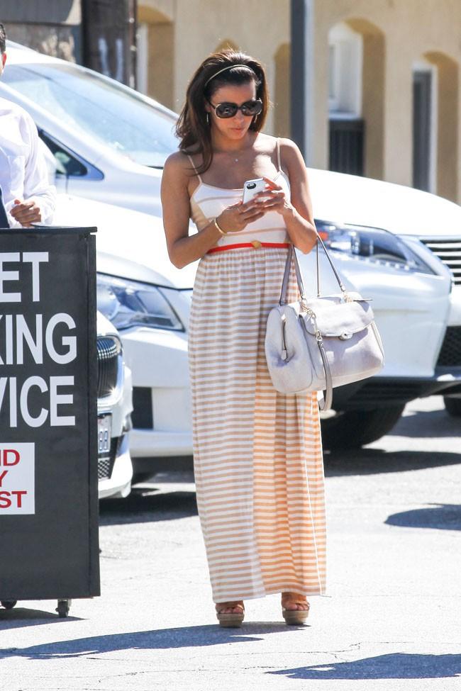 Eva Longoria en route pour l'anniversaire de sa fiilleule Gia à Los Angeles le 17 août 2013