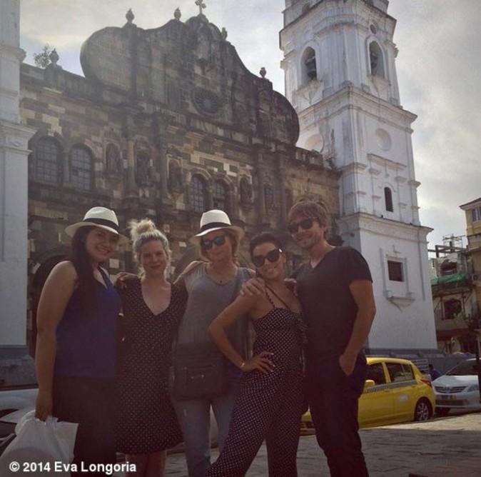 Eva Longoria lors de son passage au Panama avec son équipe de choc !