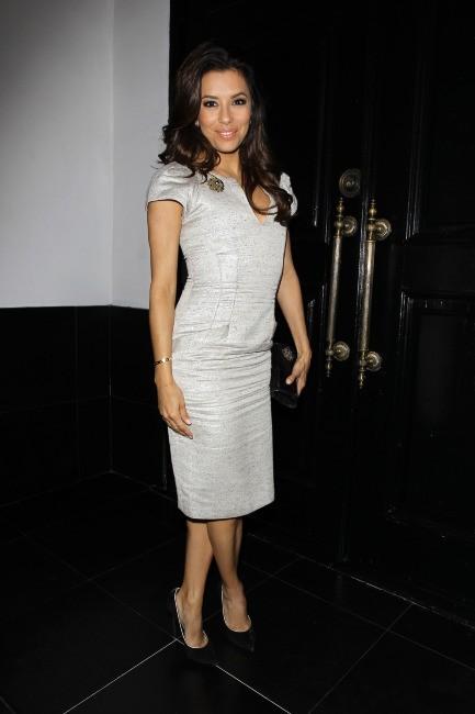 Eva Longoria fête son diplôme en famille dans son restaurant El Beso à Hollywood, le 22 mai 2013.
