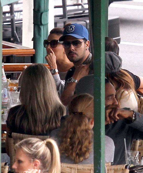 Déjeuner avec son chéri et des amis dans un restaurant italien...