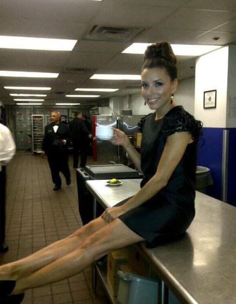 Eva Longoria dans les cuisines de la soirée Women of Hollywood, le 15 novembre 2011.