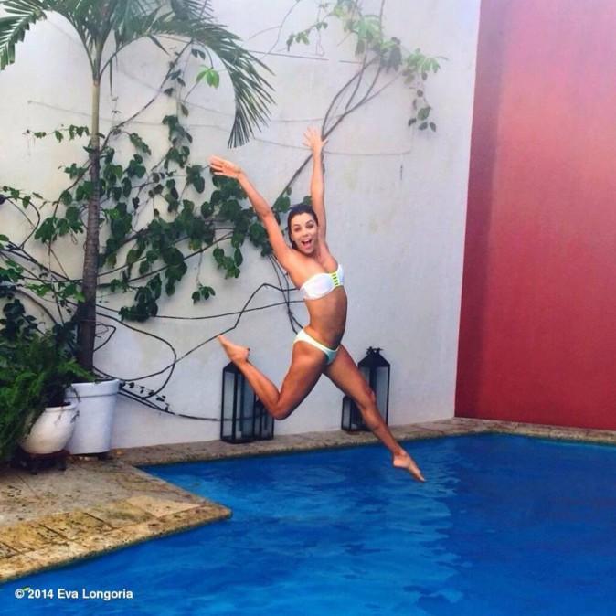 Eva Longoria : un bikini body au top pour passer les fêtes de fin d'année !