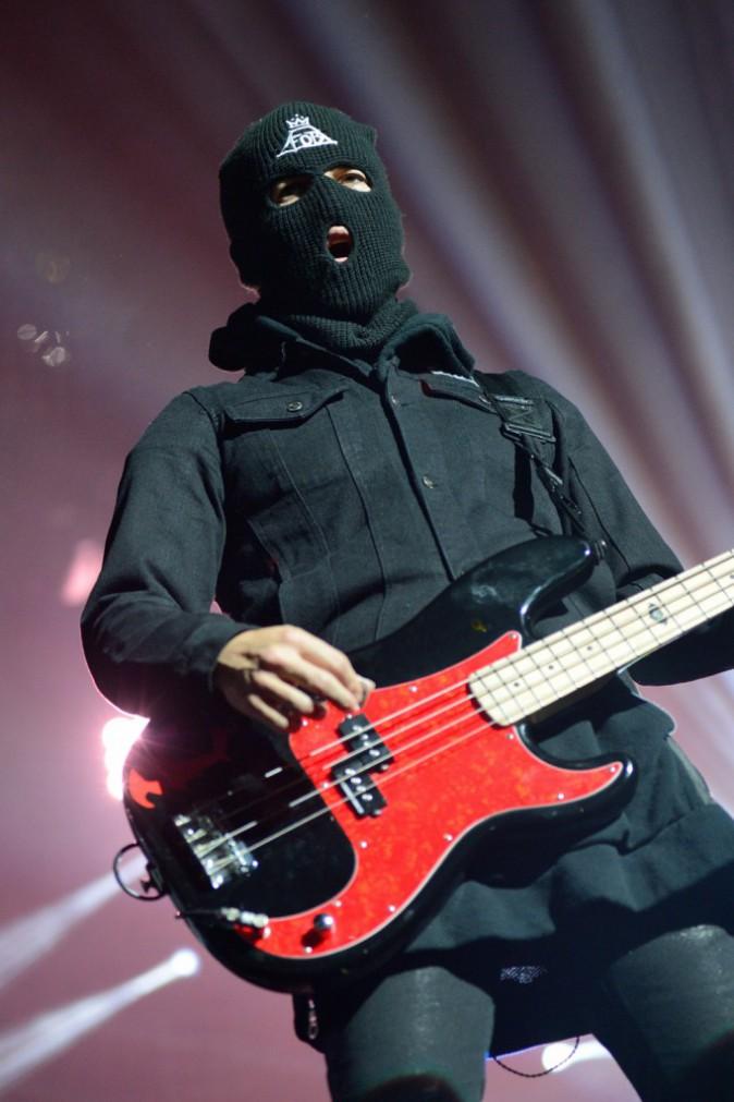 Pete Wentz en concert avec les Fall Out Boy au Zénith de Paris, le 12 mars 2014.