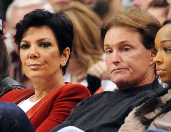 Kris et Bruce Jenner lors du match entre les Clippers de Los Angeles et les Nuggets de Denver, le 25 décembre 2012 à Los Angeles.
