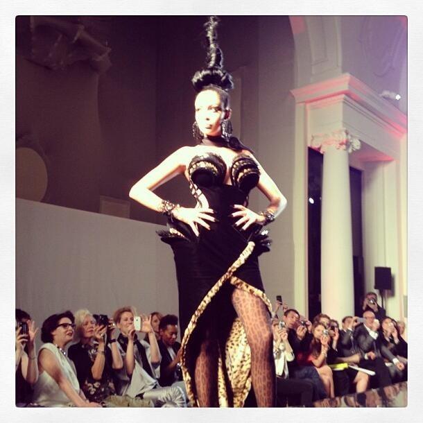 Nabilla Benattia lors du défilé Haute Couture Jean-Paul Gaultier Automne-Hiver 2013/2014 à Paris, le 3 juillet 2013.
