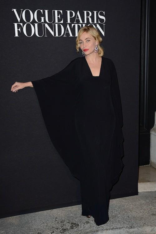 Emmanuelle Béart en Versace au gala Vogue Foundation le 9 juillet 2014