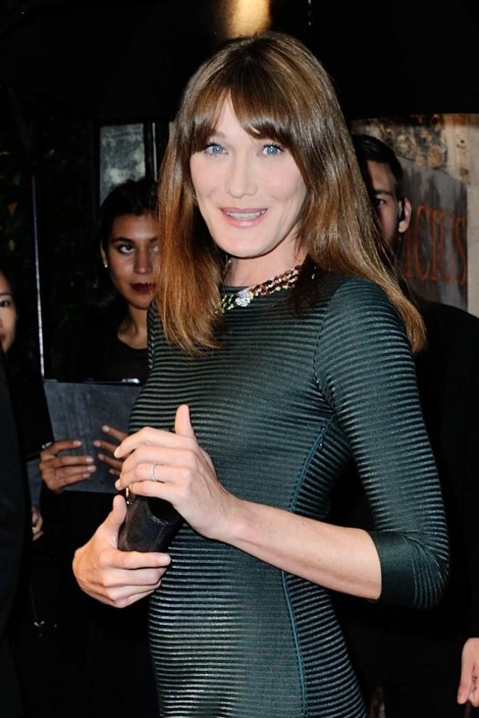 Photos : Fashion Week HC : Carla Bruni : une égérie rayonnante et élégante pour découvrir la nouvelle collection Bulgari !