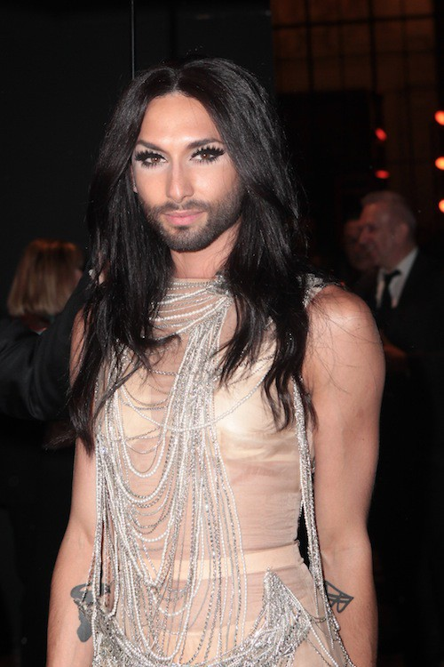Photos : Fashion Week HC : Conchita Wurst : au centre de l'attention, la diva resplendit !