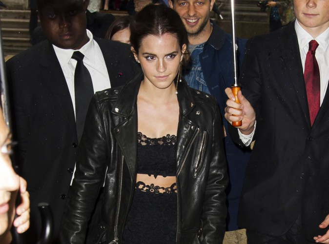 Photos : Fashion Week HC : Emma Watson : fatiguée mais sexy, tout en transparence au défilé Valentino !