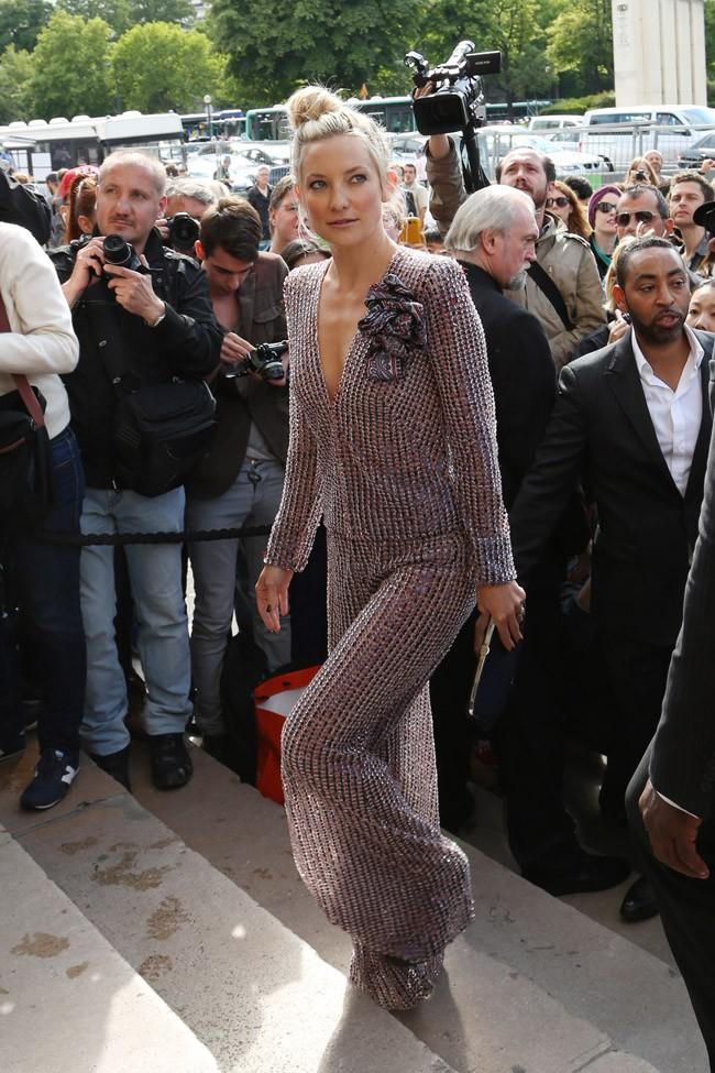 Kate Hudson au défilé haute-couture Giorgio Armani organisé au Palais Chaillot le 8 juillet 2014