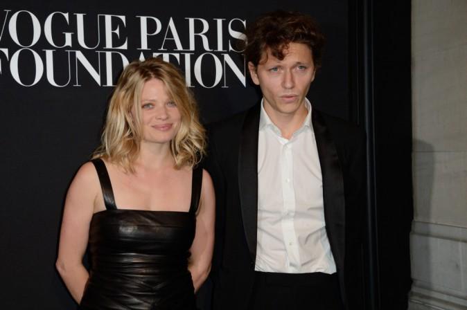 Photos : Fashion Week HC : Mélanie Thierry : pétillante aux côtés de Raphael !