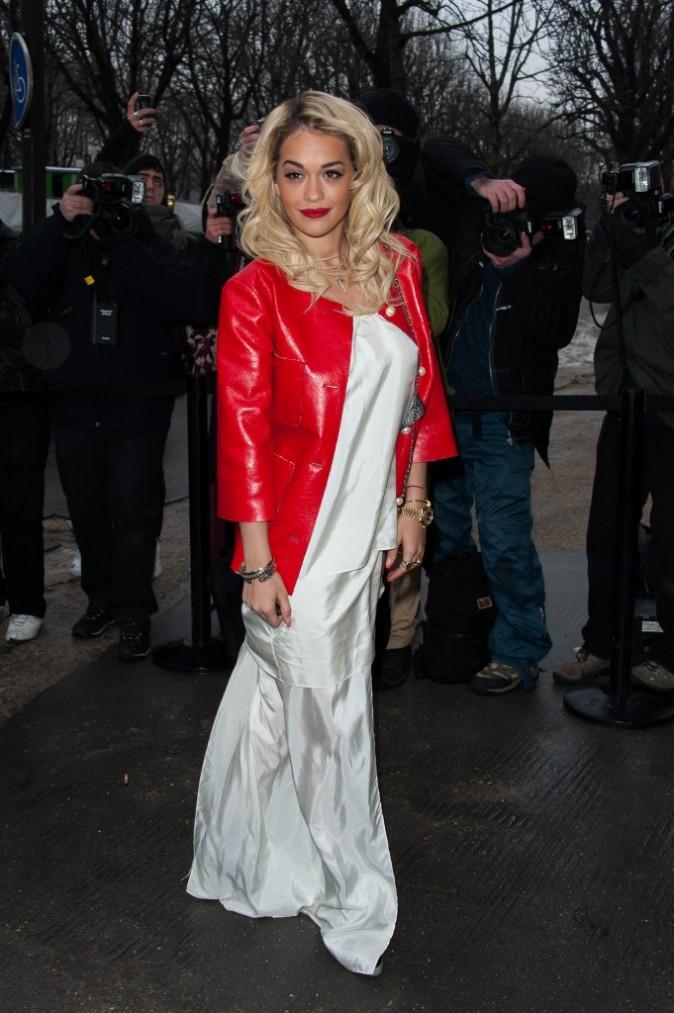 Rita Ora se rendant au défilé Chanel à Paris, le 22 janvier 2013.