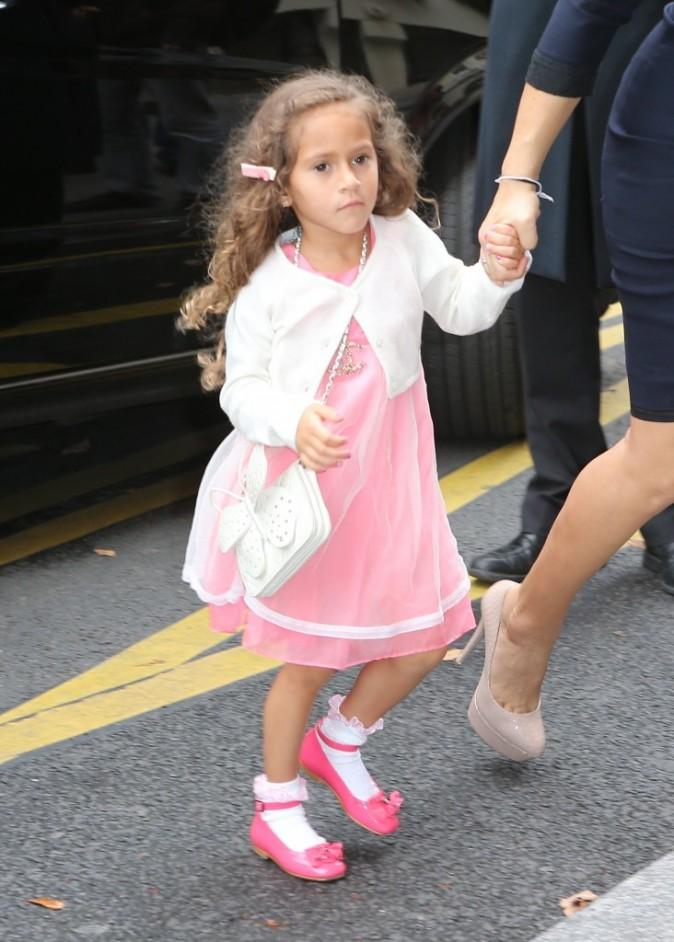 Emme, la fille de Jennifer Lopez, se rendant au défilé Chanel à Paris, le 2 octobre 2012.