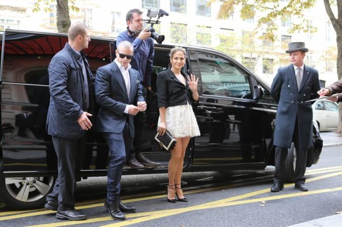 Jennifer Lopez et son boyfriend Casper Smart se rendant au défilé Chanel à Paris, le 2 octobre 2012.