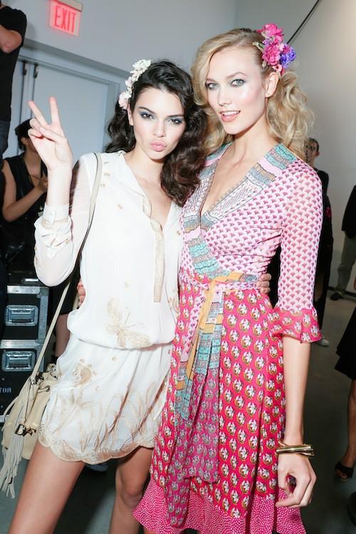 Kendall Jenner et Karlie Kloss après le défilé Diane Von Fürstenberg printemps-été 2016 à New York, le 13 septembre 2015