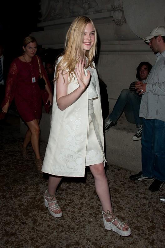 Elle Fanning lors du défilé Chanel à Paris, le 5 juillet 2011.