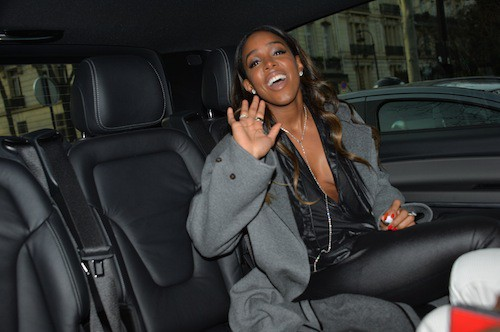 Photos : Fashion Week Paris : Kelly Rowland : elle zappe son soutien gorge pour Barabara Bui !