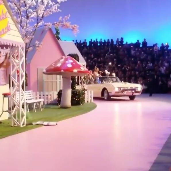 Photos : Fergie : elle fait le show au défilé Philipp Plein et c'est incroyable !