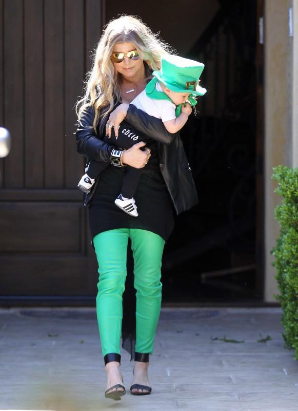 Fergie et son fils Axl à Brentwood, le 16 mars 2014.