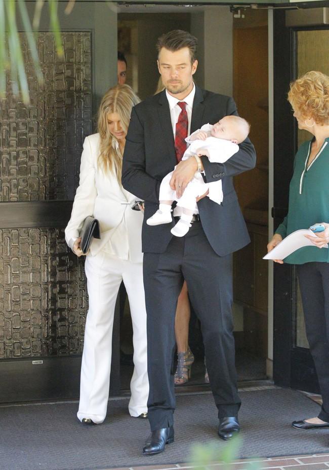 Fergie et Josh Duhamel au baptême de leur fils Axl à Brentwood le 12 décembre 2013