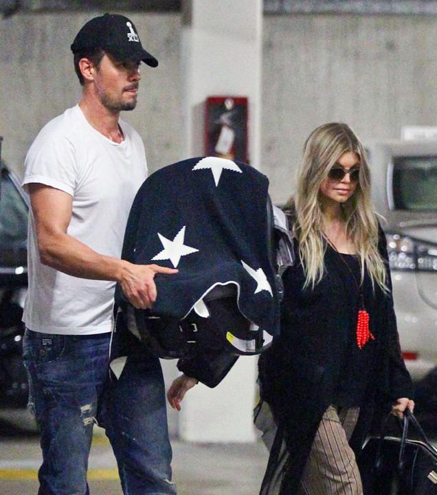 Josh Duhamel et Fergie avec leur fils Axl à Santa Monica le 3 octobre 2013
