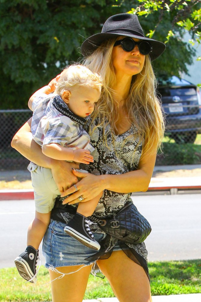 Photos : Fergie : maman stylée et assortie à son fiston !