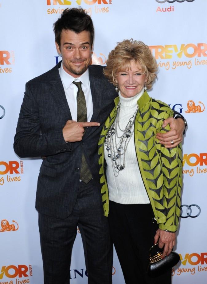 Josh Duhamel et sa maman Bonnie lors de la soirée Trevor Live à Hollywood, le 4 décembre 2011.